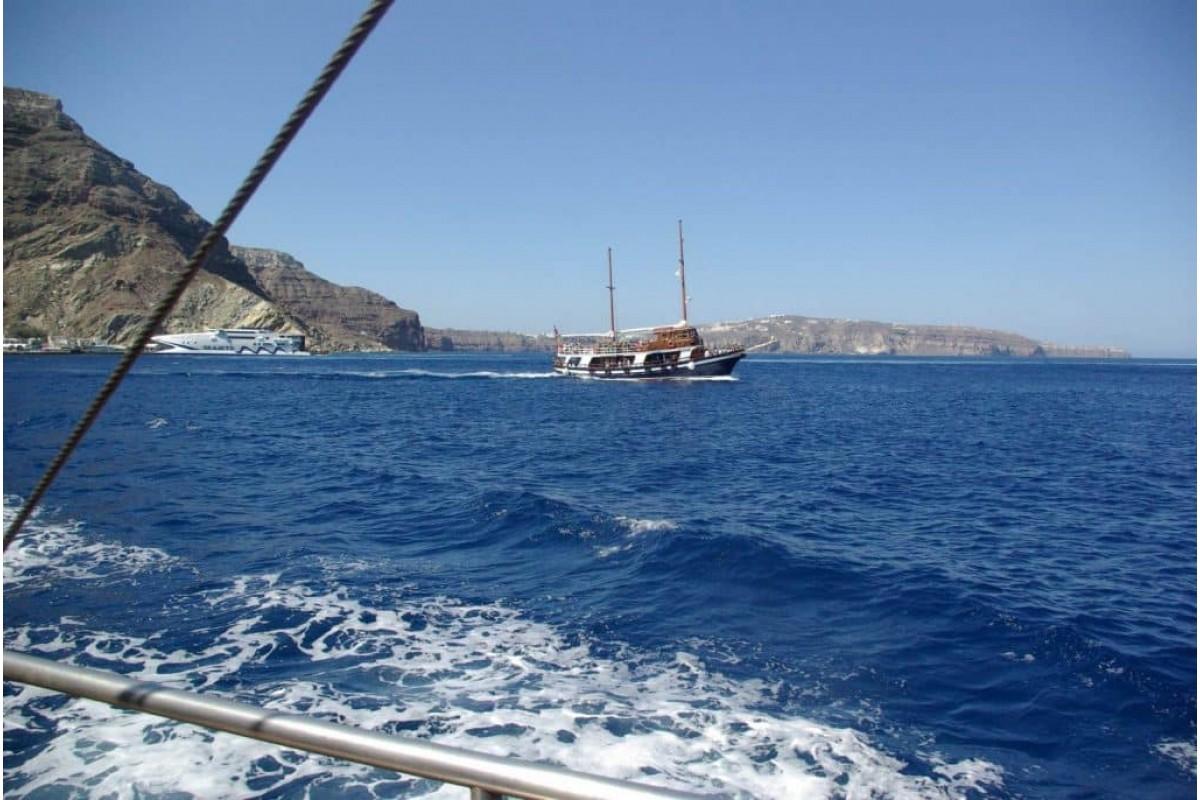 Tour of Caldera with sailing boat